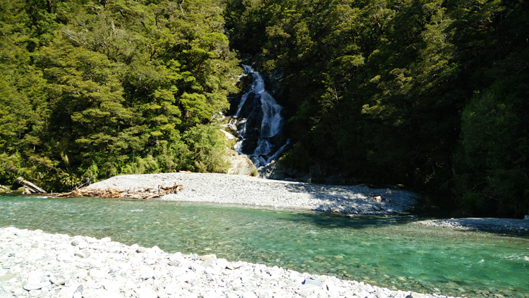 new zealand travel nouvelle zelande middle earth terre du milieu milford fantail falls